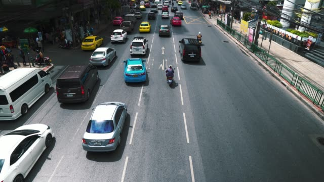 車渋滞高速道路都市に - 自動運転車点の映像素材/bロール