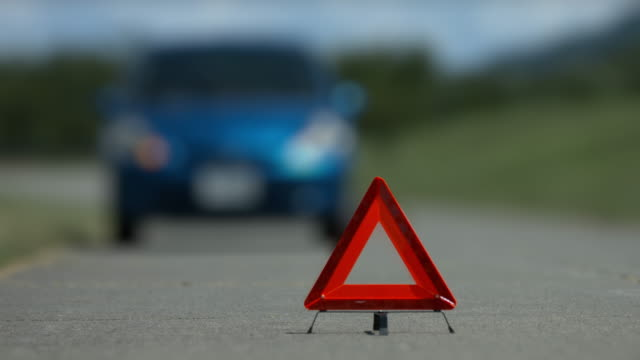 car trouble accident left handle - rimorchiatore video stock e b–roll