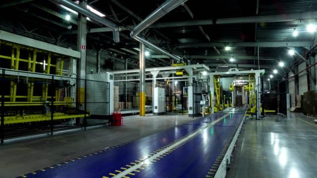 cardboard transported by conveyor in workshop timelapse - мембрана клетки стоковые видео и кадры b-roll