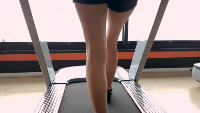 stockvideo's en b-roll-footage met cardio - fitnessapparaat
