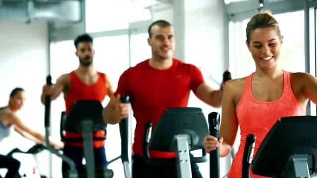 vídeos de stock e filmes b-roll de cardio workout in a gym. - aparelho de musculação