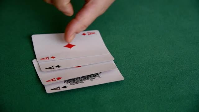 stockvideo's en b-roll-footage met kaarten - vier personen