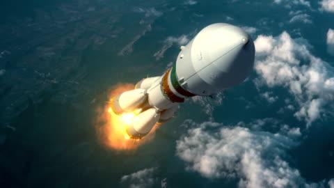 lichtgeschwindigkeit rakete hebt ab in den wolken - russland stock-videos und b-roll-filmmaterial