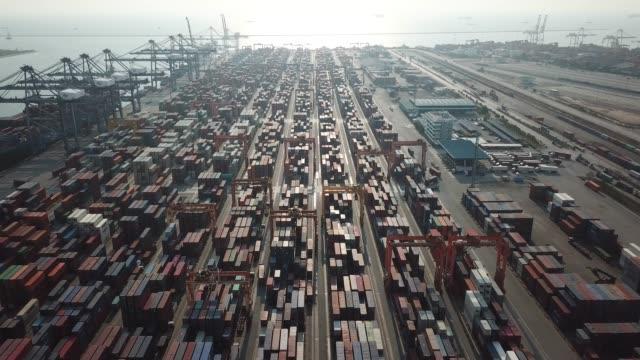 商業ドックに貨物コンテナー - マルチコプター点の映像素材/bロール