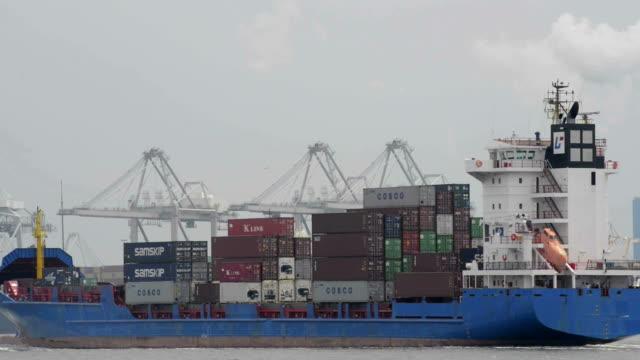 Navire Cargo dans le port - Vidéo
