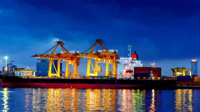 cargo ship in the harbor at sunset . - skrov bildbanksvideor och videomaterial från bakom kulisserna