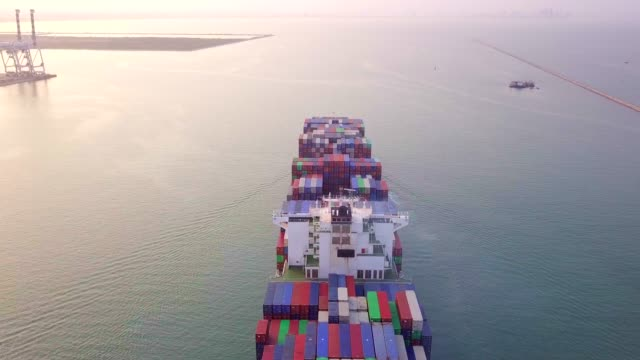 cargo ship in the sea import and export - paesi del golfo video stock e b–roll