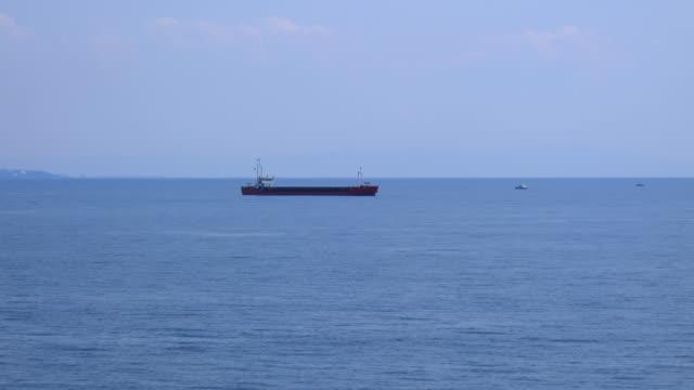 lastfartyg medelhavet - biltransporttrailer bildbanksvideor och videomaterial från bakom kulisserna