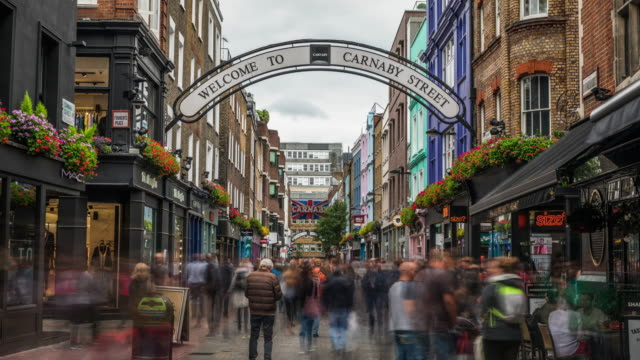 time lapse: carnaby street in london - londra video stock e b–roll