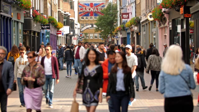 vídeos de stock e filmes b-roll de carnaby street london - londres