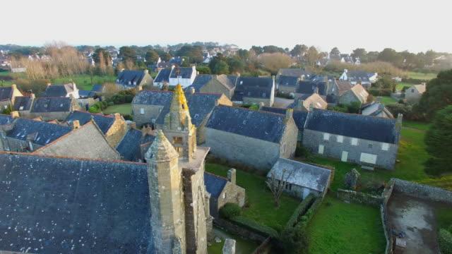 vidéos et rushes de carnac-coucher de soleil au-dessus de la chapelle de st colomban - bretagne