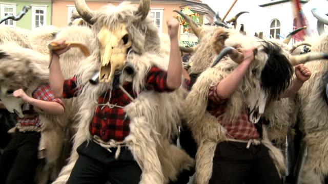 rosso carnevale - costume tradizionale video stock e b–roll