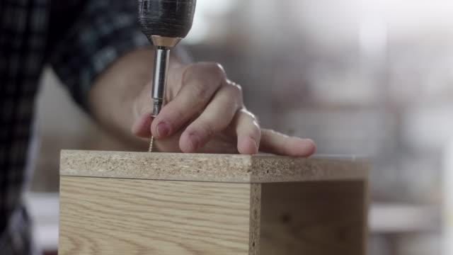 carpenter using drill - pittore video stock e b–roll