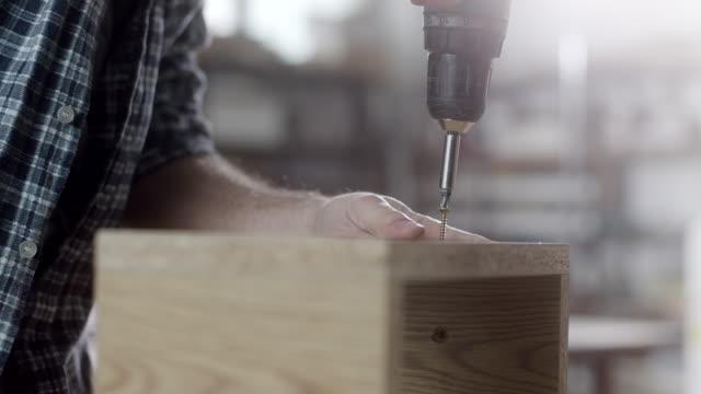 carpenter using drill - винт стоковые видео и кадры b-roll