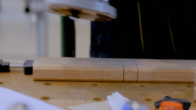 carpenter using electric sander to polish wood - levigatrice video stock e b–roll