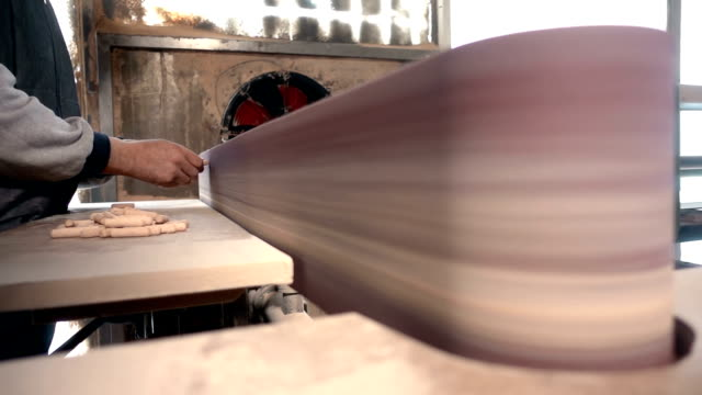 carpenter working with sandpaper polishing machine - levigatrice video stock e b–roll