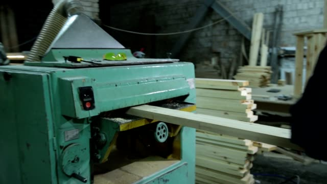 Carpenters planing board with planing machine video