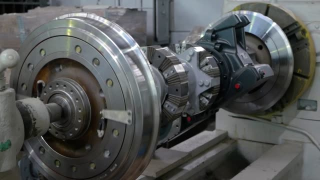 carriage works. wheelset tram. turning wheel on a lathe - parapetto barriera video stock e b–roll