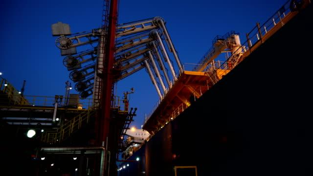 terminal för lng-carrier - tankfartyg bildbanksvideor och videomaterial från bakom kulisserna