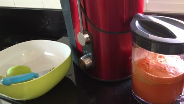 vídeos de stock, filmes e b-roll de suco de cenoura - fruit salad