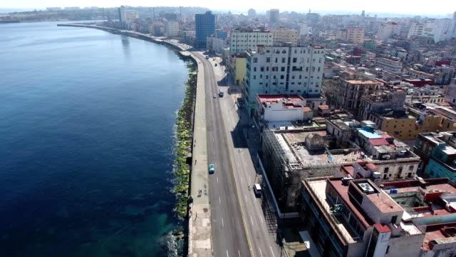 車カリブ海キューバ トラフィック ハバナ キューバ航空写真ビュー - 清らか点の映像素材/bロール