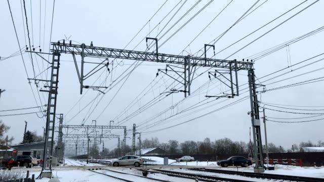 bilar kör genom järnvägskorsningen - waiting for a train sweden bildbanksvideor och videomaterial från bakom kulisserna