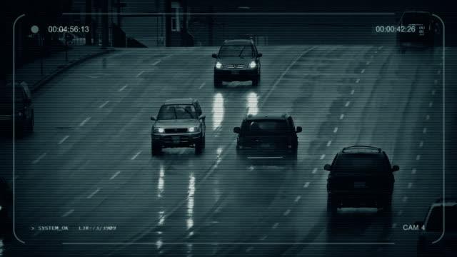 yağmurlu bir gün cctv araçlarda city - islak stok videoları ve detay görüntü çekimi