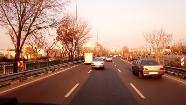 伊朗德黑蘭路上的汽車 - 德黑蘭 個影片檔及 b 捲影像