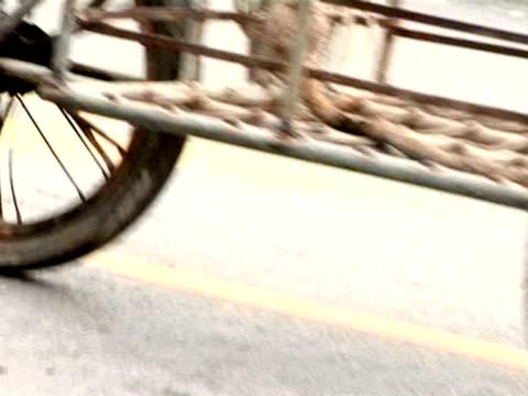 einkaufswagen transfer utility - indochina stock-videos und b-roll-filmmaterial