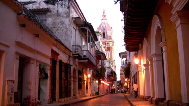 hd: cartagena city street - kolombiya stok videoları ve detay görüntü çekimi