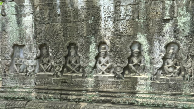 carved bas relief of seated figures at preah khan temple