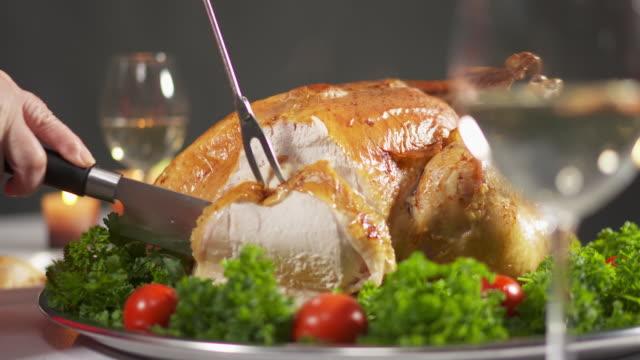 carving the turkey in slow motion cutting juicy breast meat. - indyk pieczony filmów i materiałów b-roll