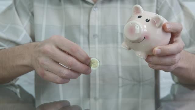 cash for piggy bank. - wschodnio europejski filmów i materiałów b-roll