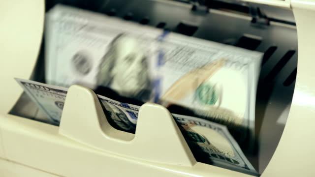 contanti.  banconote del dollaro banco. - conto corrente video stock e b–roll