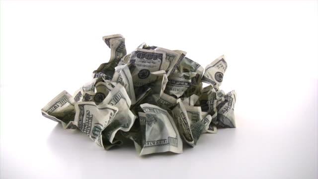 vídeos de stock e filmes b-roll de dinheiro do lixo. dólares de dinheiro, conceito de negócios, finanças. - amarrotado