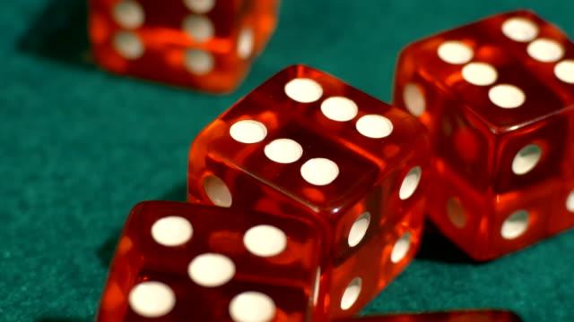 vídeos y material grabado en eventos de stock de lanzador de dados de casino - buena suerte
