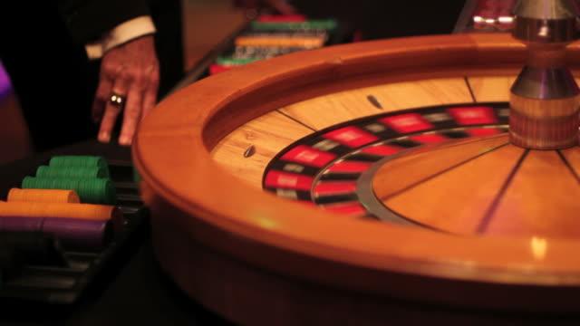 casino roulette table video