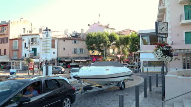 cassis a mediterranean fishing port in southern france - rimorchiatore video stock e b–roll