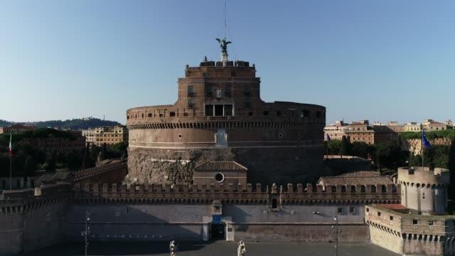 Castel Sant'Angelo - Rome Riprese aeree col drone durante il lockdown di Roma. Il Silenzio di Roma. italian architecture stock videos & royalty-free footage