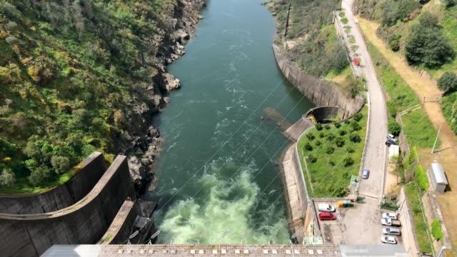 vídeos de stock e filmes b-roll de castle of bode dam in tomar, portugal - vídeos de barragem portugal