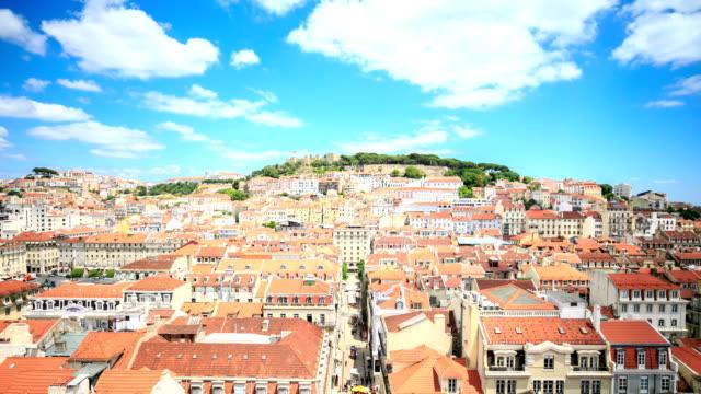 castello di são jorge e quartiere di alfama, lisbona, portogallo. - lisbona video stock e b–roll
