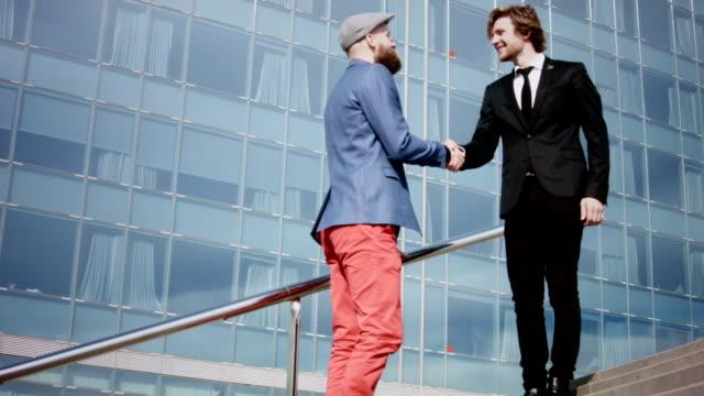Casual business man handshake. video