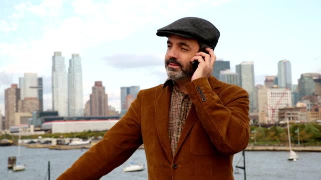 casual biznesmen rozmowy na telefon komórkowy, new york city - 40 49 lat filmów i materiałów b-roll