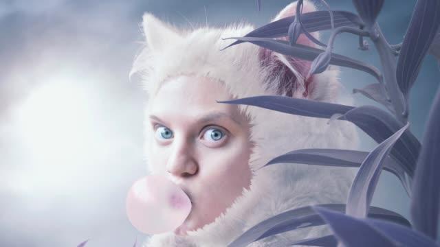 猫の女性 - ネコ科点の映像素材/bロール