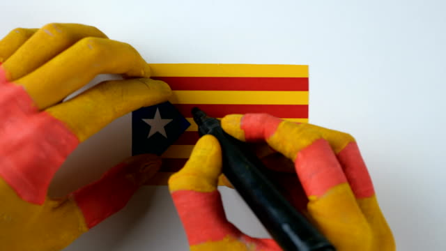 Catalan hands writes YES on the Catalan flag video
