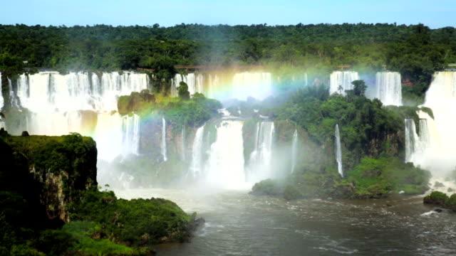 cataratas del iguazu şelalesi iguazu nehri üzerinde - unesco stok videoları ve detay görüntü çekimi