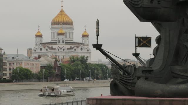 kristus frälsarens katedral i moskva - turistbåt bildbanksvideor och videomaterial från bakom kulisserna