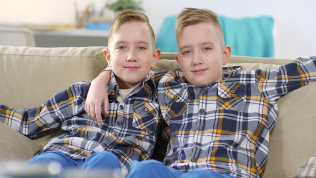 caucasian twin brothers posing for camera - gemelle video stock e b–roll