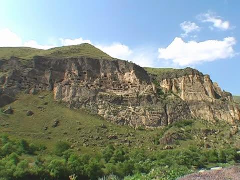 cave city of vardzia - i̇badet yeri stok videoları ve detay görüntü çekimi