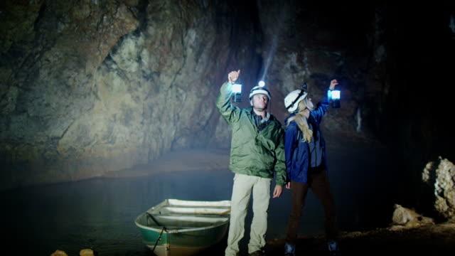 vidéos et rushes de l'exploration de grottes - spéléologie